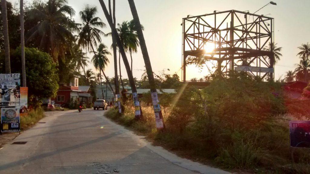 Straße in Thailand als Metapher.