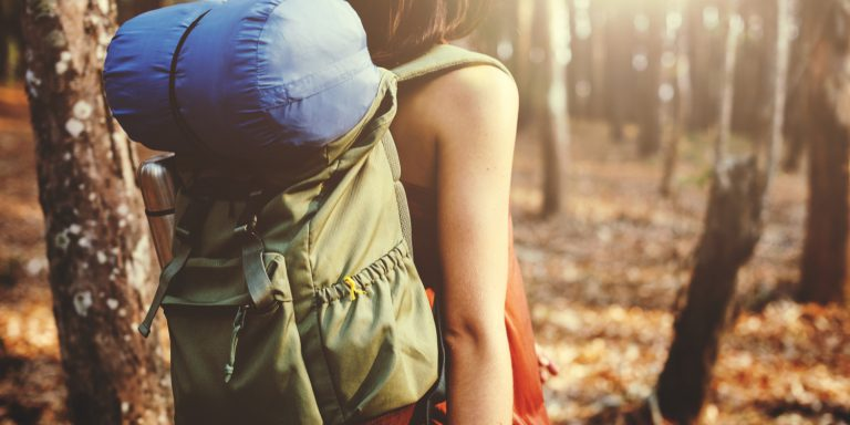 Backpacker als Vergleich zu Unternehmensgründern, die ebenfalls auf eine Reise gehen