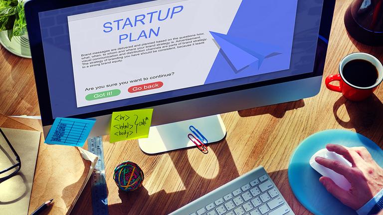 Internet Startup wird am Computer gegründet