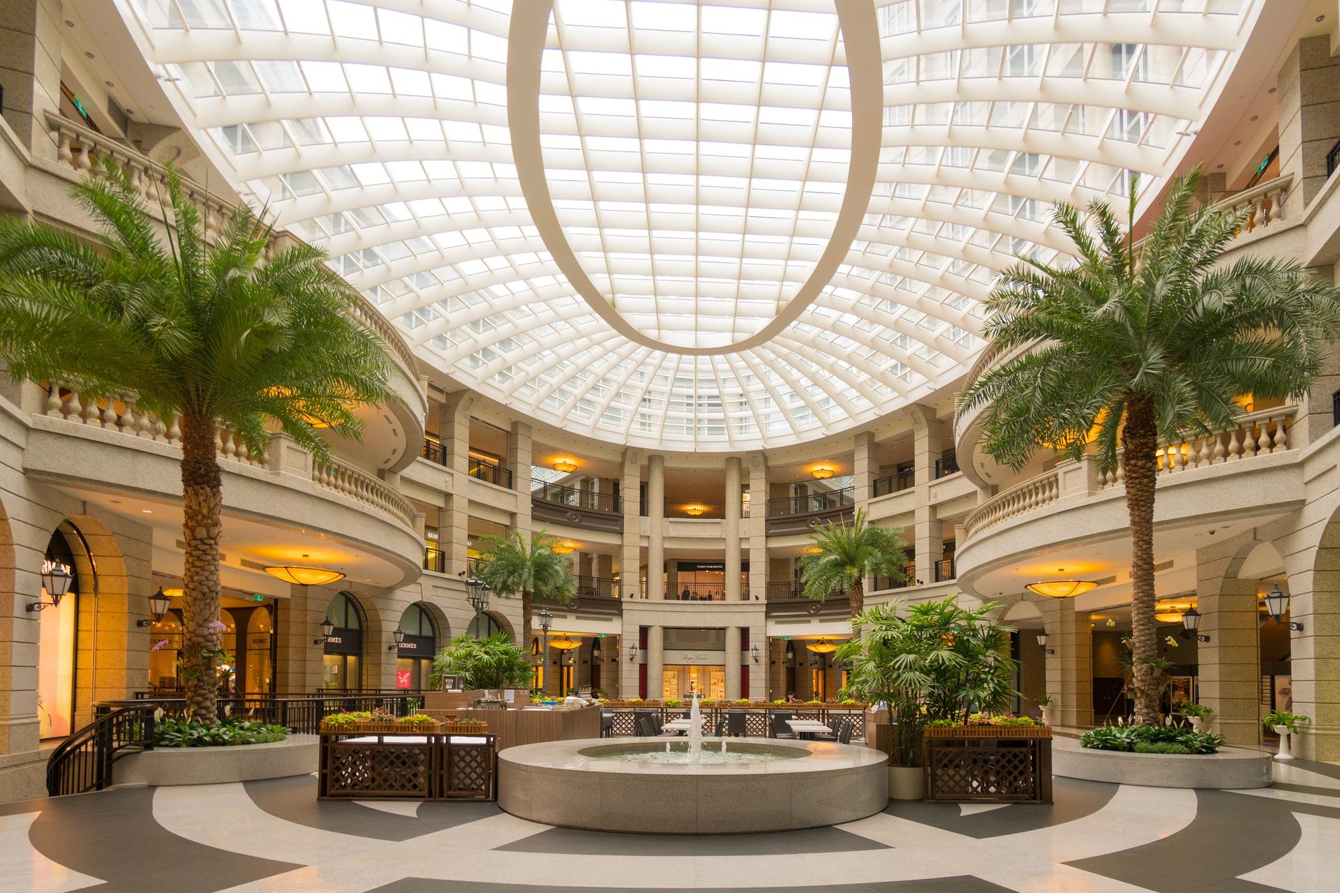 Einkaufszentrum mit Palmen von   pixabay von steven_yu